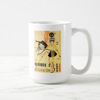 """""""映画用カメラ""""のマグを持つ人 コーヒーマグカップ"""