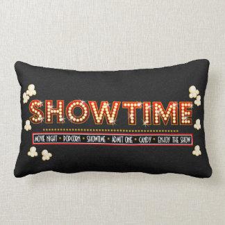 映画館のShowtimeの枕赤および金ゴールド ランバークッション