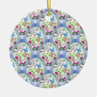 春のイースターエッグの蝶花のつる植物のデザイン 陶器製丸型オーナメント