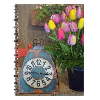 春のチューリップのプリントのノート ノートブック