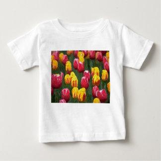 春のチューリップのTシャツ ベビーTシャツ