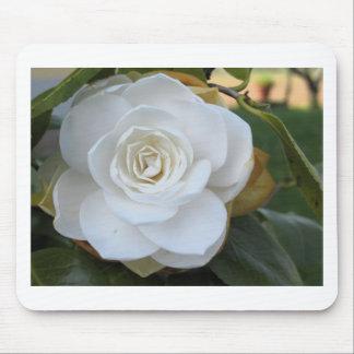 春のツバキの白い花 マウスパッド