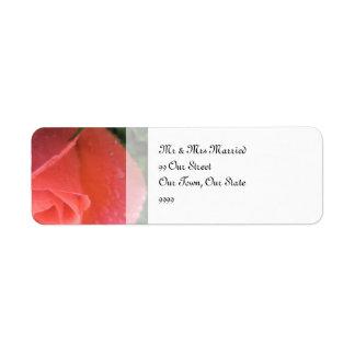 春のバラのつぼみの結婚式 返信用宛名ラベル