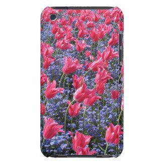 春のピンクのチューリップおよび紫色の花 Case-Mate iPod TOUCH ケース