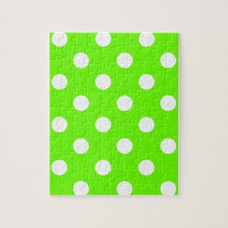 春のライムグリーンの水玉模様のネイルのデザイン ジグソーパズル