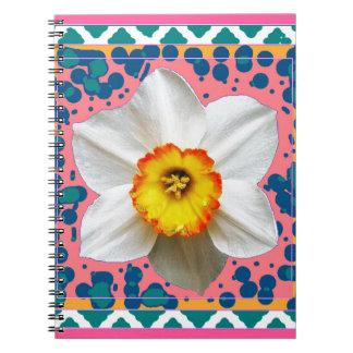 春のラッパスイセン、ティール(緑がかった色)及びピンクパターンギフト ノートブック