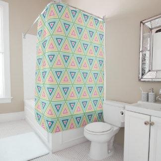 春の三角形の幾何学的なパターン シャワーカーテン