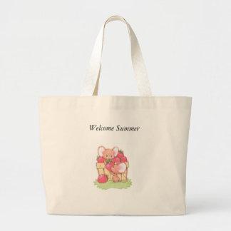 春の夏のいちごの研修会のネズミ ラージトートバッグ