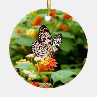 春の庭のプリントの白黒蝶 セラミックオーナメント