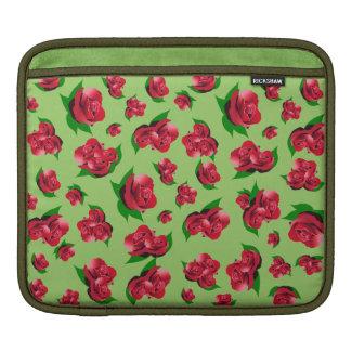 春の庭の緑及び赤いバラパターンipadの場合 iPadスリーブ