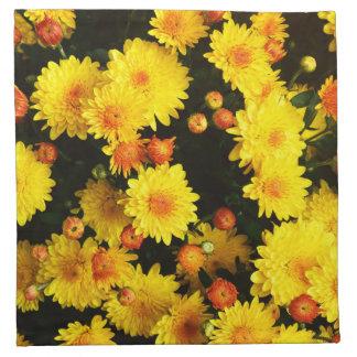春の庭の黄色によっては布のナプキンが開花します ナプキンクロス