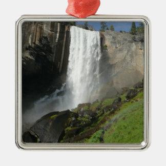 春の滝ヨセミテ国立公園のI メタルオーナメント