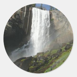 春の滝ヨセミテ国立公園のI ラウンドシール