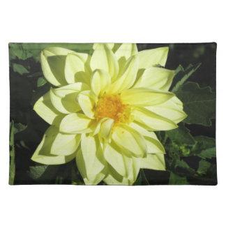 春の独身ので黄色いダリアの花 ランチョンマット