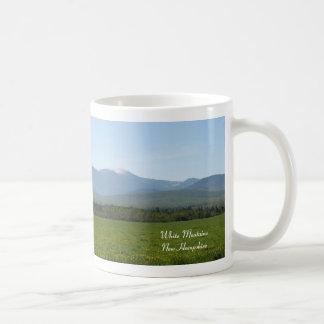 春の白い山 コーヒーマグカップ