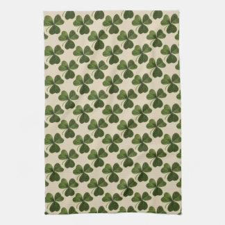 春の緑のアイルランドのシャムロックパターン キッチンタオル