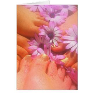 春の足のかわいらしくユニークなデイジーの挨拶状 カード