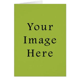 春の軽いライムグリーン色の傾向のブランクのテンプレート カード