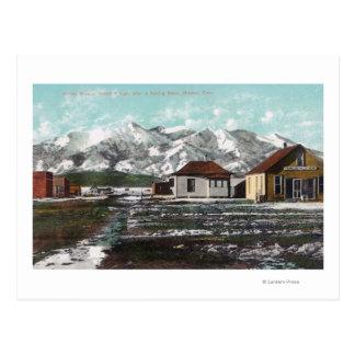 春の雪の後の町そして山の眺め ポストカード