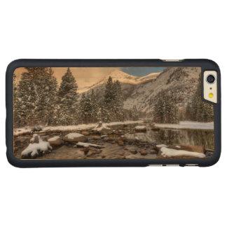 春の雪、シエラネバダ山脈、カリフォルニア CarvedメープルiPhone 6 PLUS スリムケース