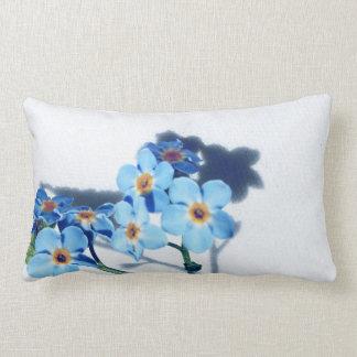 春の青の花 ランバークッション
