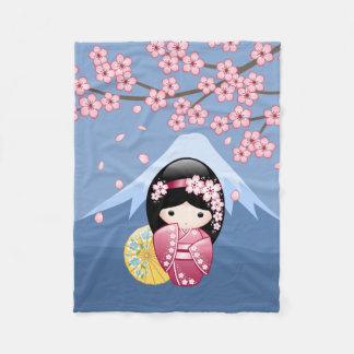 春のKokeshiの人形-青のかわいく日本のな芸者 フリースブランケット