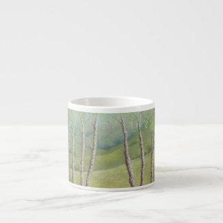 春のWaltonのヒースのサリー州のエスプレッソのマグの樺の木 エスプレッソカップ