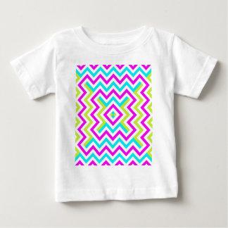 春色のシェブロンパターン ベビーTシャツ