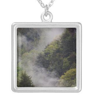 春雨の後に山腹から上がる霧 シルバープレートネックレス