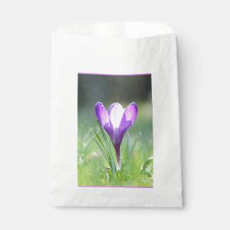 春03.3の紫色のクロッカス フェイバーバッグ