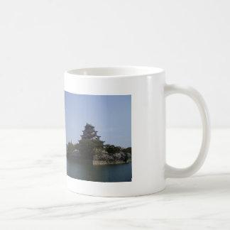春。桜咲く広島城と高層ビル コーヒーマグカップ