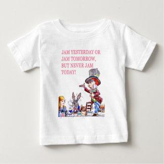 昨日込み合いか明日込み合いはしかし決して今日詰め込みません! ベビーTシャツ
