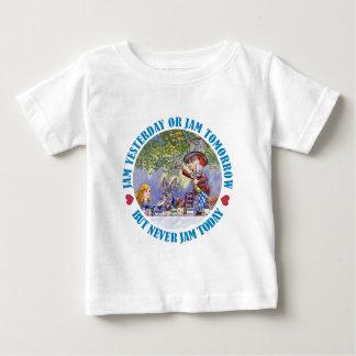 昨日込み合いは、明日詰め込みませんが、決して今日詰め込みません! ベビーTシャツ