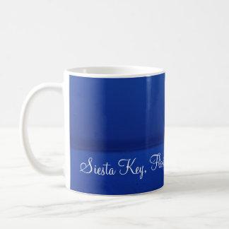 昼寝の鍵、フロリダ-夜明けに湾上の満月 コーヒーマグカップ