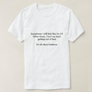 時々私はまだ私が25才であるように感じます Tシャツ