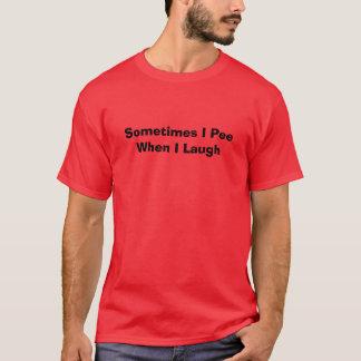 時々私は私が笑うと小便をします Tシャツ
