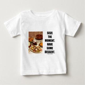 時を握って下さい。 デザートを食べて下さい ベビーTシャツ