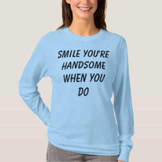 時ハンサムなスマイルあなたは Tシャツ