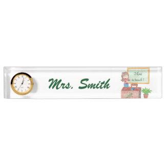 時計が付いている名前入りな先生の机のネームプレート デスクネームプレート