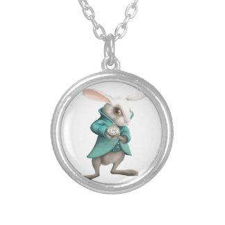時計が付いている白いウサギ シルバープレートネックレス