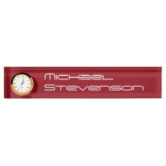 時計が付いている赤い専門ビジネスネームプレート