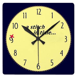 時間のステッチは9時計-十字のステッチのボーダー--を救います スクエア壁時計