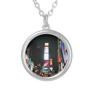時間の正方形、NYC シルバープレートネックレス