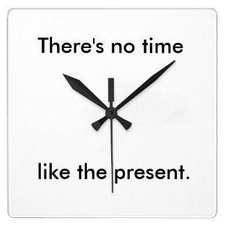 時間は現在を好みません スクエア壁時計