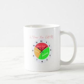時間バレンタインデー愛Tシャツの コーヒーマグカップ