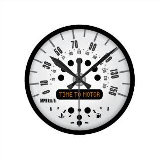 普通サイズの小型柱時計! ラウンド壁時計