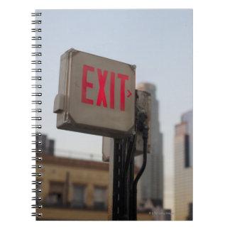 普通出口の印は青で明るく光ります ノートブック