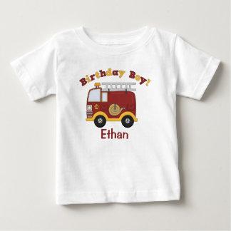 普通消防車の誕生日は名前入りからかいます ベビーTシャツ
