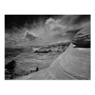 景色および空のCanyonlandsの岩が多い国民 ポストカード