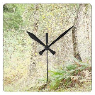 景色のオレゴンをハイキングする森林森の葉の木 スクエア壁時計